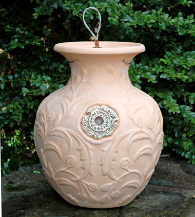 BROCADE LEAF TERRACOTTA DOWN UNDER POT