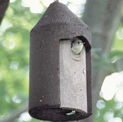 1 1/4 FREE HANGING BIRDHOUSE